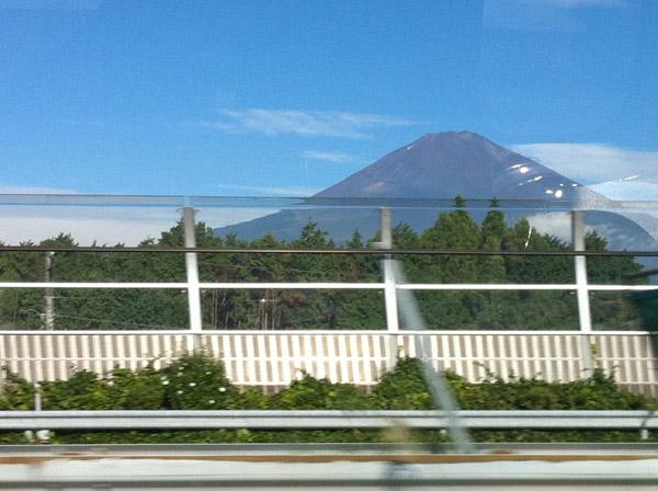 高速道路から富士山